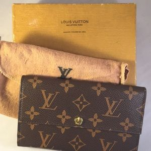Louis Vuitton logo wallet with dust bag and box
